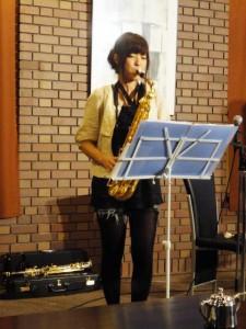 サックスとピアノのロビーコンサートで(出演 ピナックス)