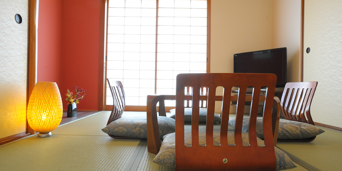 Luxurious Guest Room With Two Different Types Of Rooms, Relaxing Japanese  Room And Comfortable Western Room, Combined Most Suitable For A Couple And  Family ...
