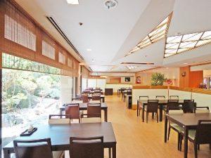 お食事処「翠楓亭」の内部。