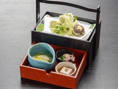 春の野菜をふんだんにつかった天ぷらが春らしさを演出。