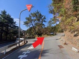 植物園の前を通過して一つ目の角を右折します